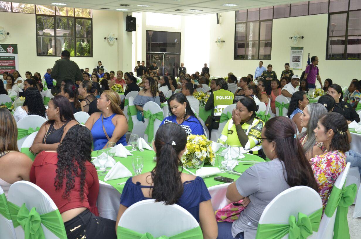 4.300 policías vigilarán a Barranquilla este domingo Día ...
