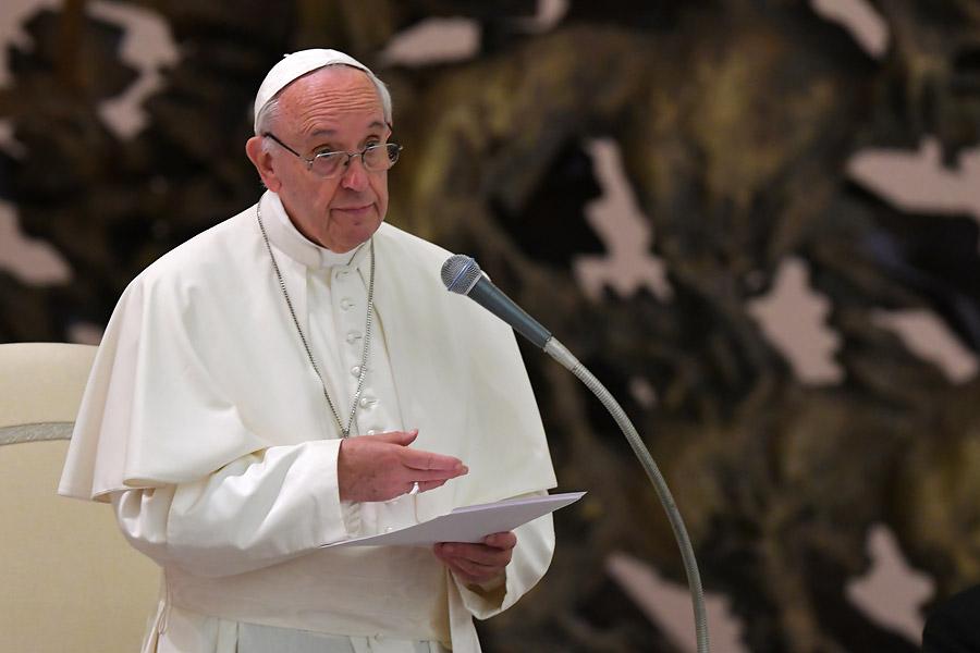 Avión del papa Francisco aterriza en Colombia