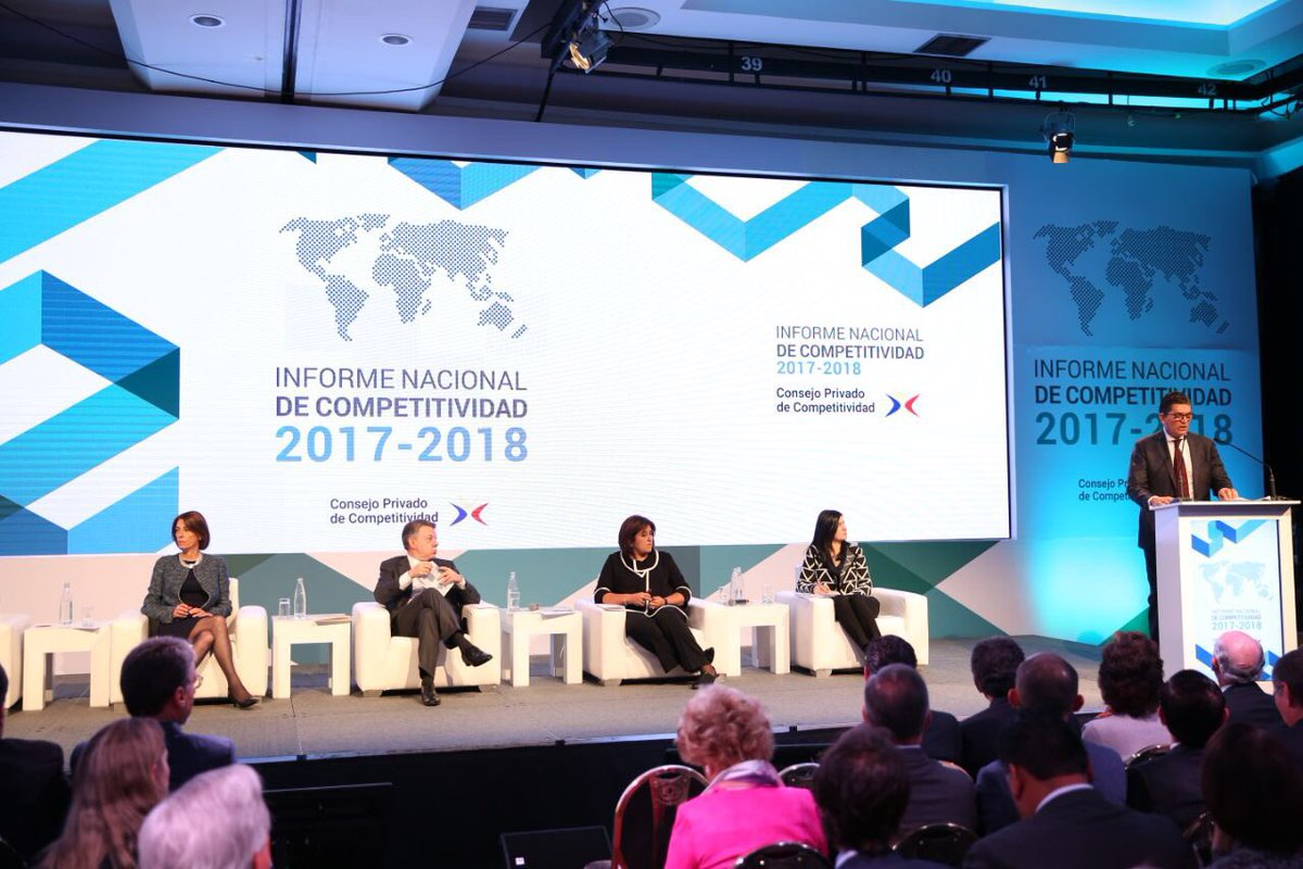 Antonio Celia interviene en la presentación del Informe Nacional de Competitividad. Escuchan Rosario Córdoba, Juan M. Santos y María Lorena Gutiérrez.