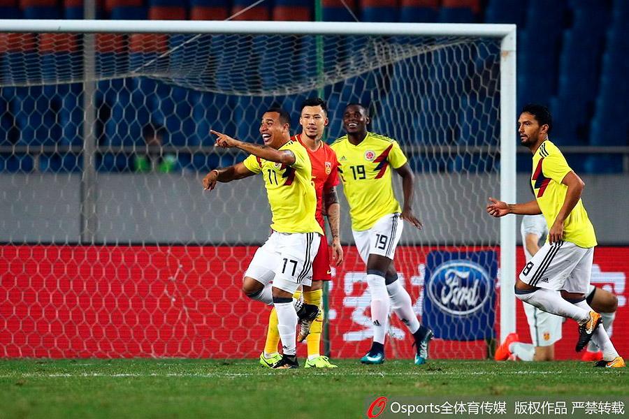 Felipe Pardo celebra el primer gol del encuentro ante China.