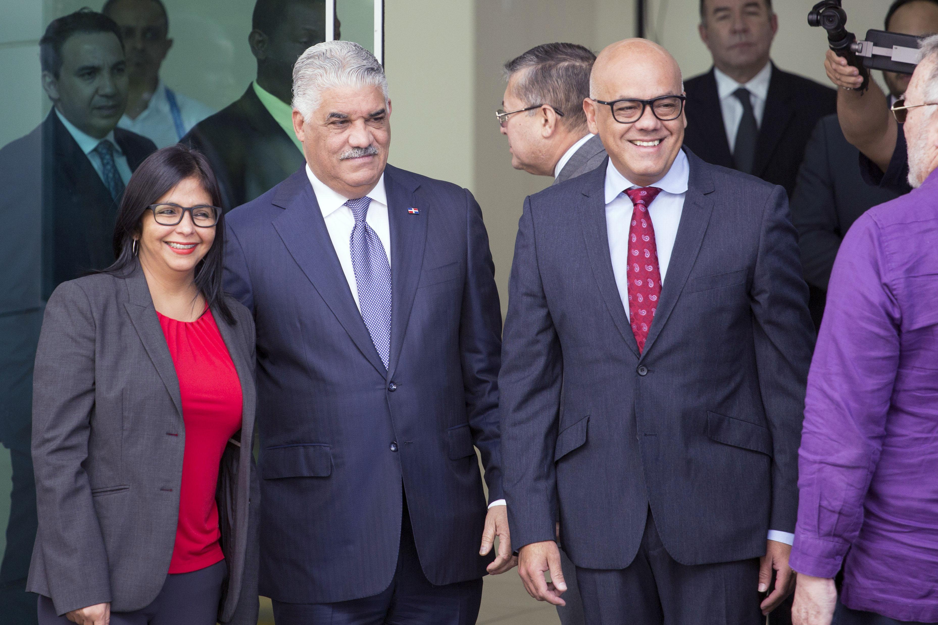 Maduro y oposición reanudan negociaciones en República Dominicana ...