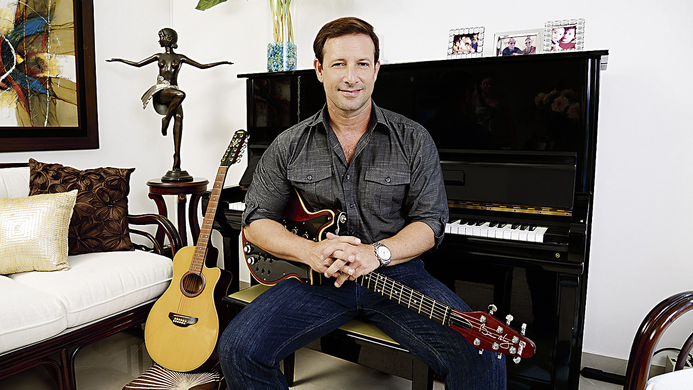 Nicolás Tovar ha compuesto y coescrito temas para Carlos Ponce y Ricky Martín, entre otros artistas.