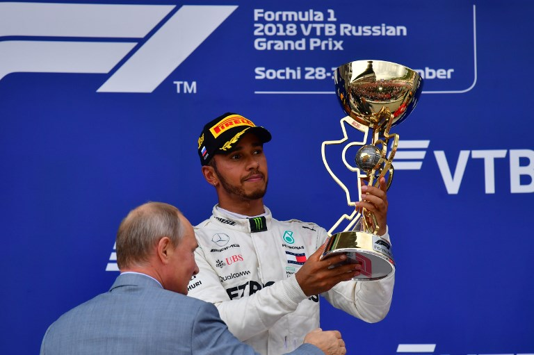 Resultado de imagen para El británico Lewis Hamilton conquistó el Gran Premio de Rusia, 16ª prueba del Mundial de F1, después de que Mercedes pidiese a su compañero finlandés Valtteri Bottas que le permitiese alcanzar el primer puesto, una maniobra autorizada.