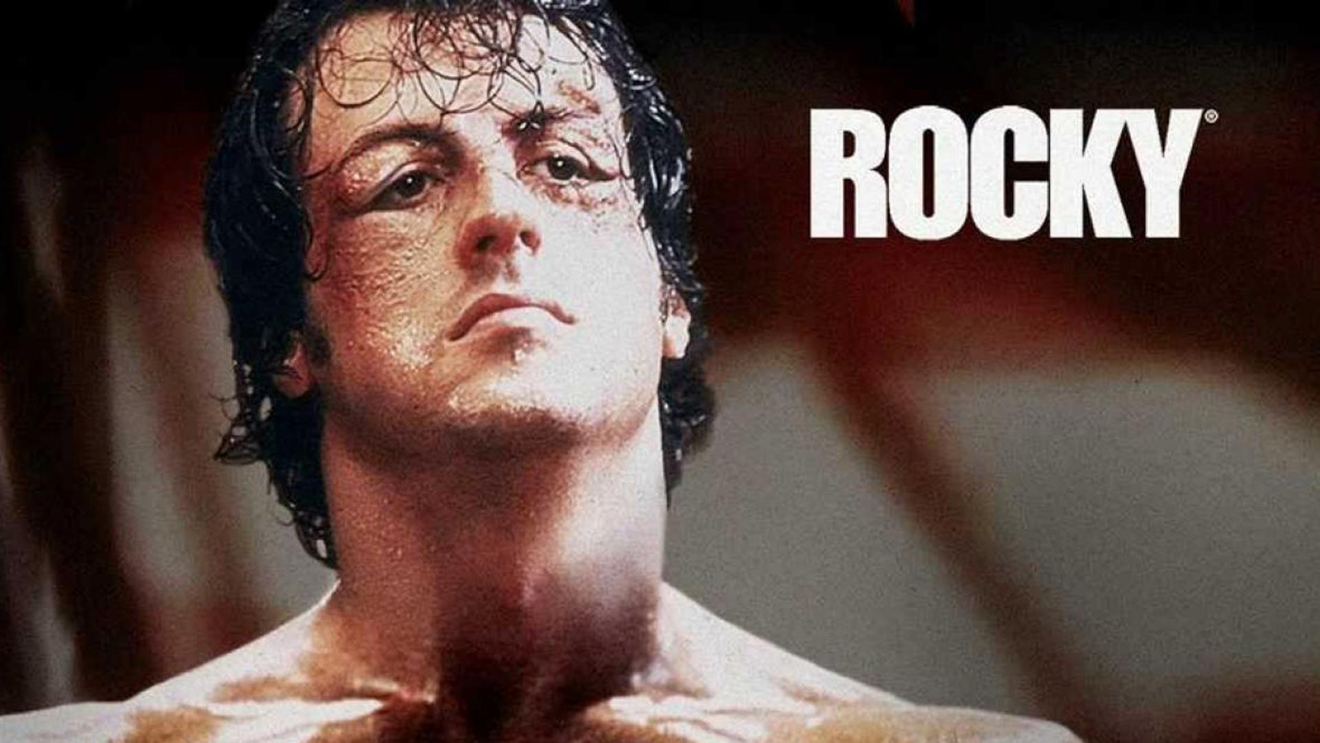 Sylvester Stallone Cuelga Los Guantes De Rocky Balboa El