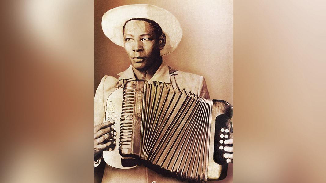 Gilberto Alejandro Durán Díaz, nació el 9 de febrero de 1919 en El Paso (Cesar).