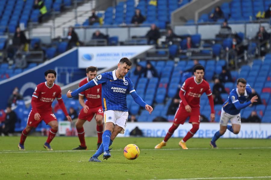 Liverpool pierde puntos por un penalti otorgado por el VAR | El Heraldo