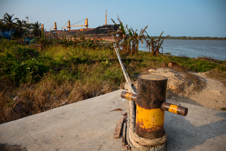 Pilote ubicado en Siape, donde está amarrado el barco para que el río no lo mueva de la zona.