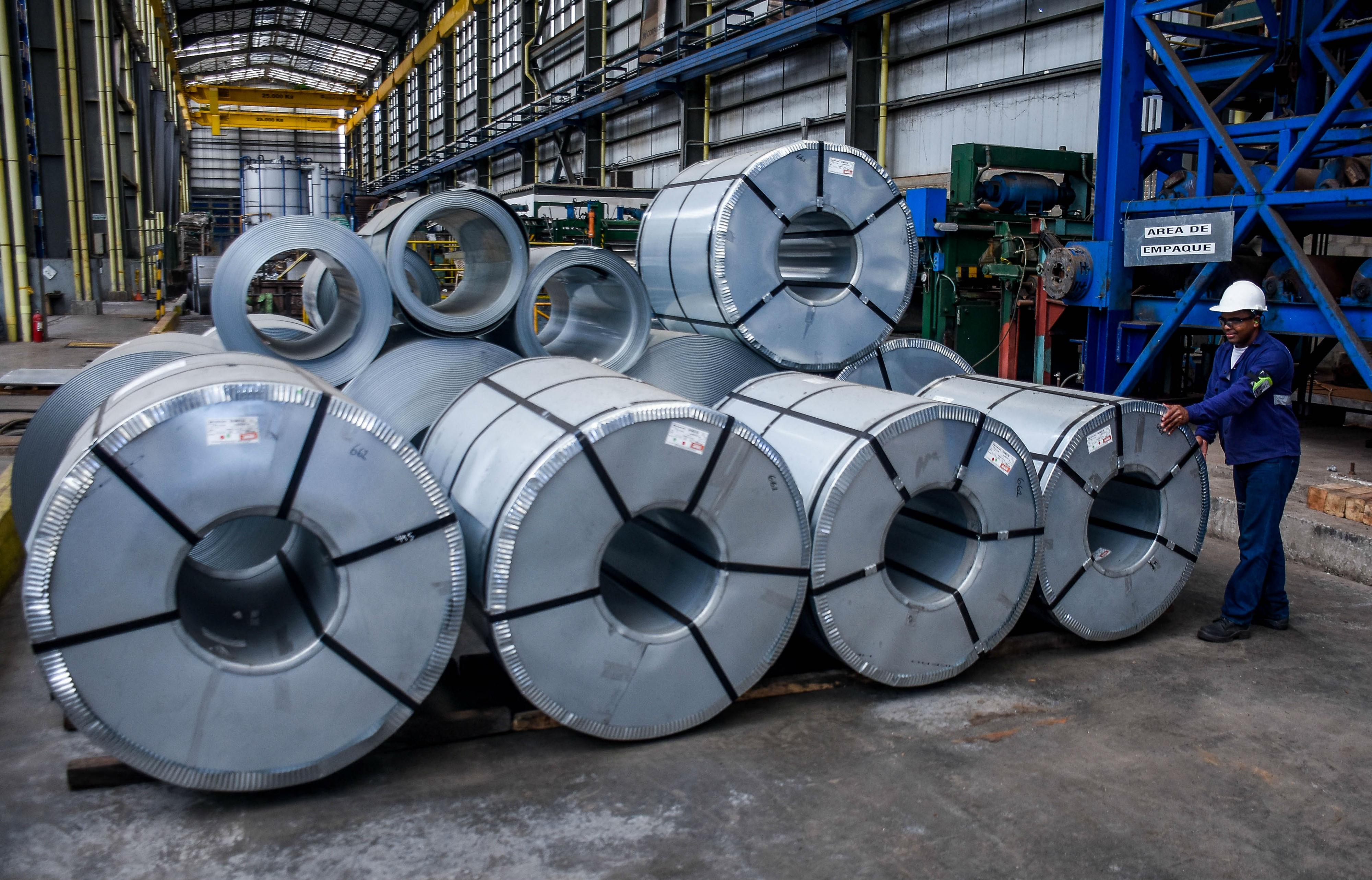 Bovina galvanizada en planta de Corpacero, una de las empresas de Barranquilla del sector.