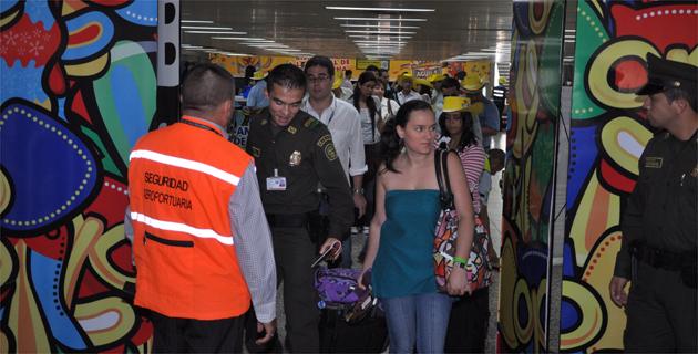 Resultado de imagen para turista llegando a barranquilla por el aeropuerto