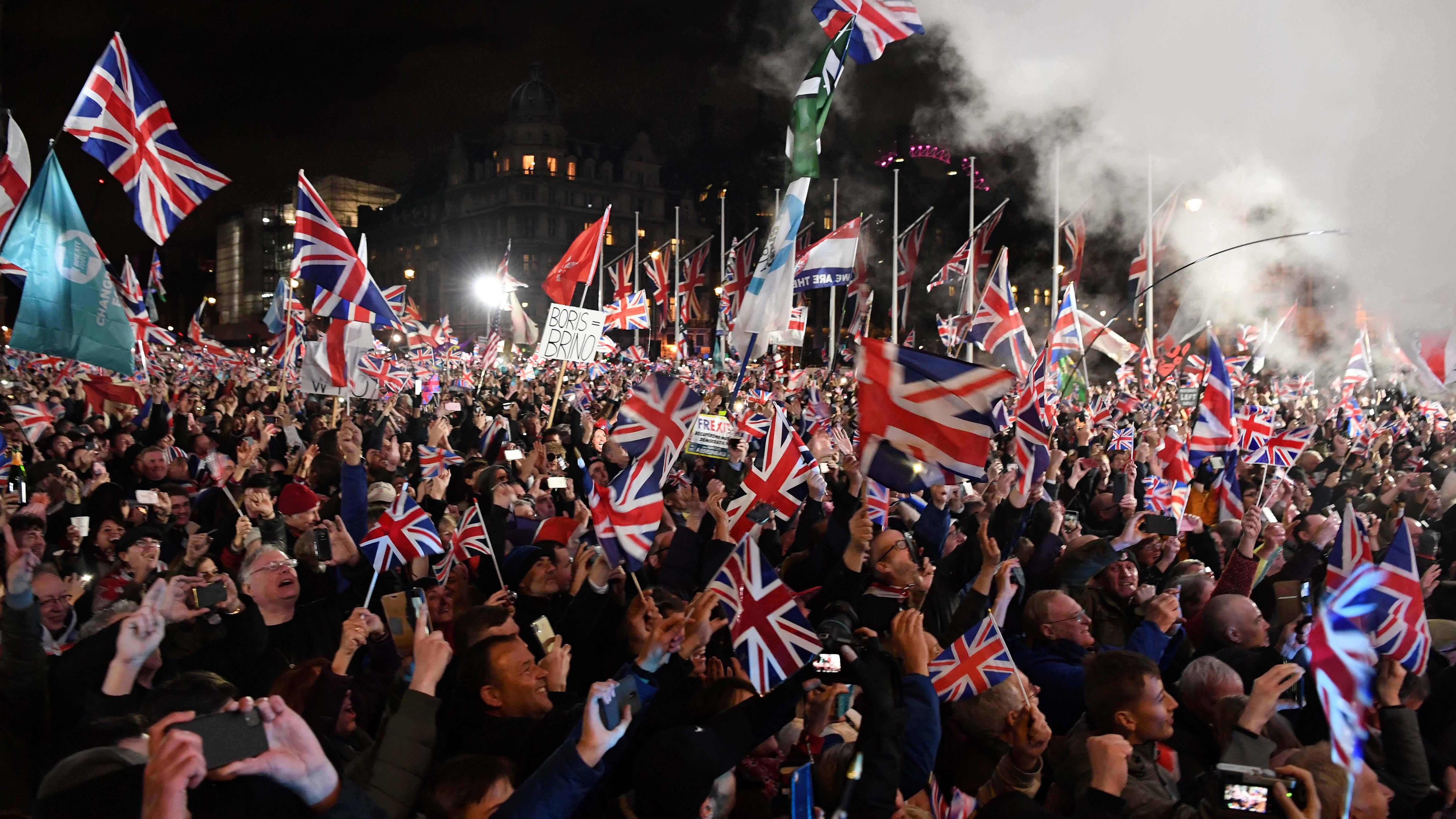 Los británicos se reunieron en lugares públicos para celebrar el Brexit.