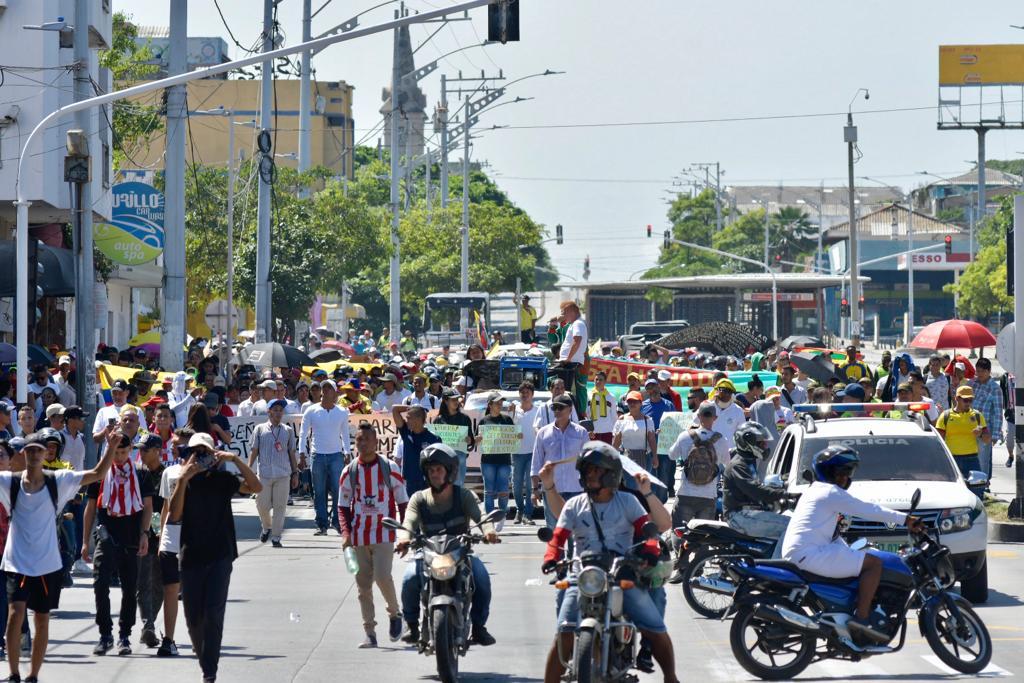 Manifestantes marchando por la Avenida Murillo.