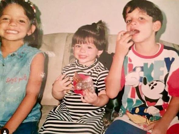 Legarda junto a sus hermanas María y Daniela en Barranquilla.