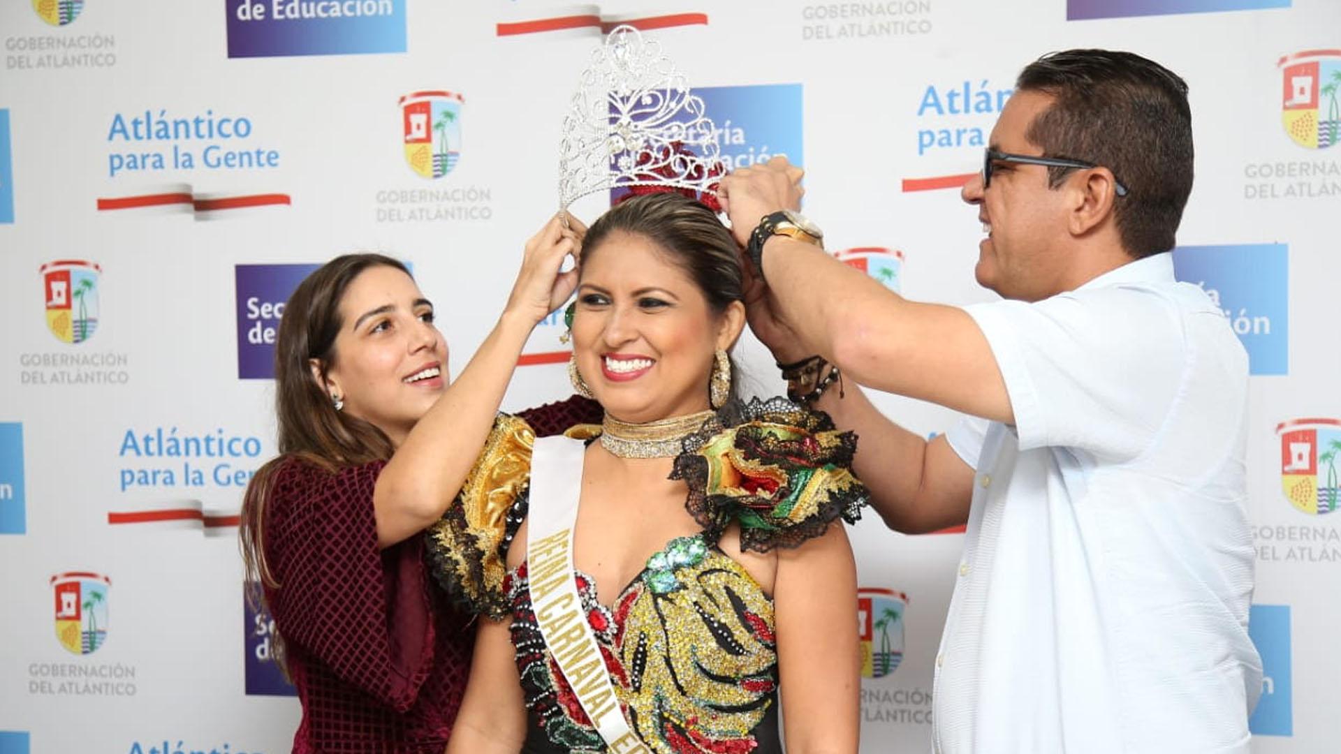 La docente de la IE Técnica La Peña, Zoraima Gómez, fue escogida como la Reina Central de estas festividades.