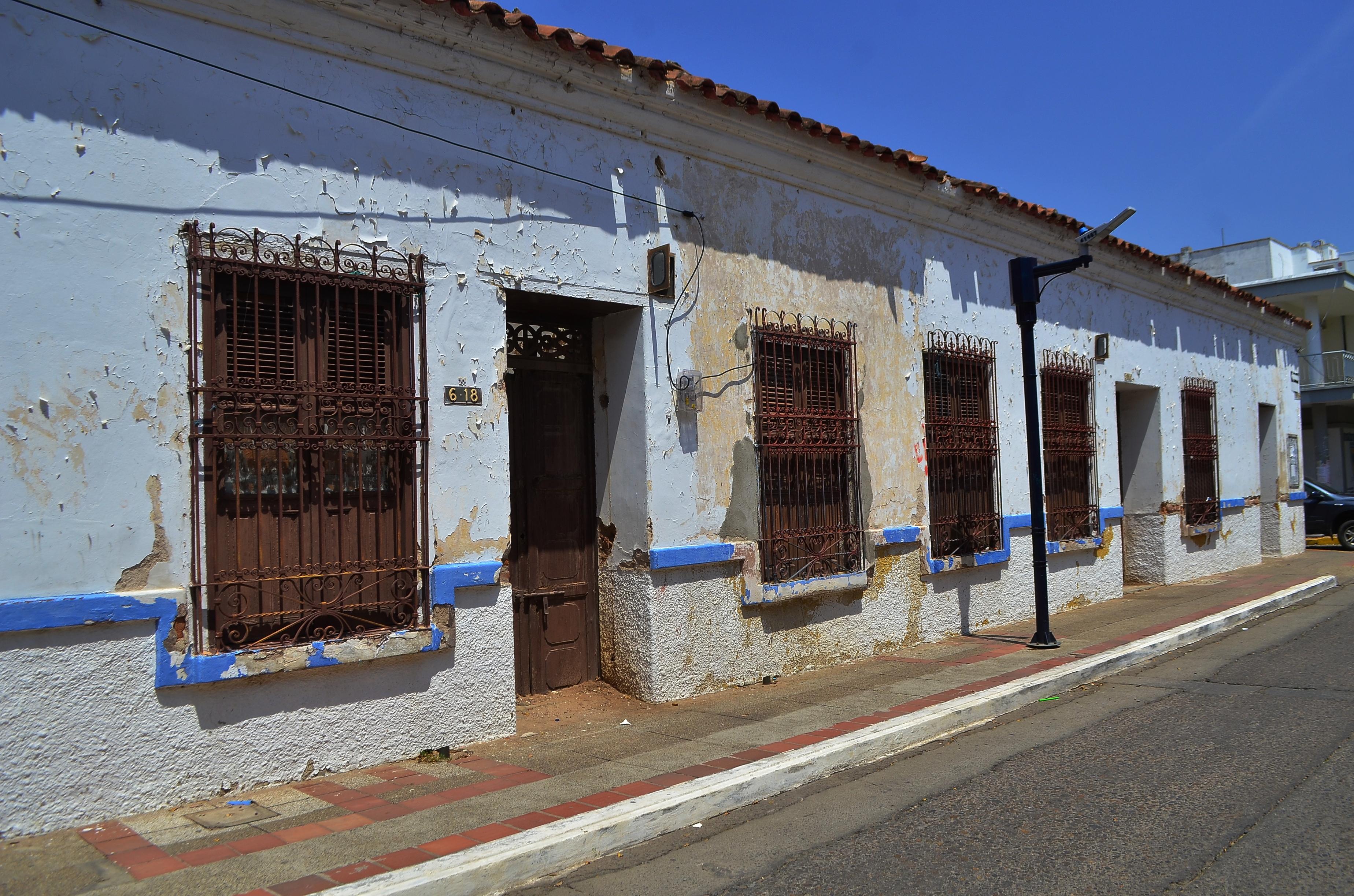 Esta es una de las casas afectadas por el abandono.