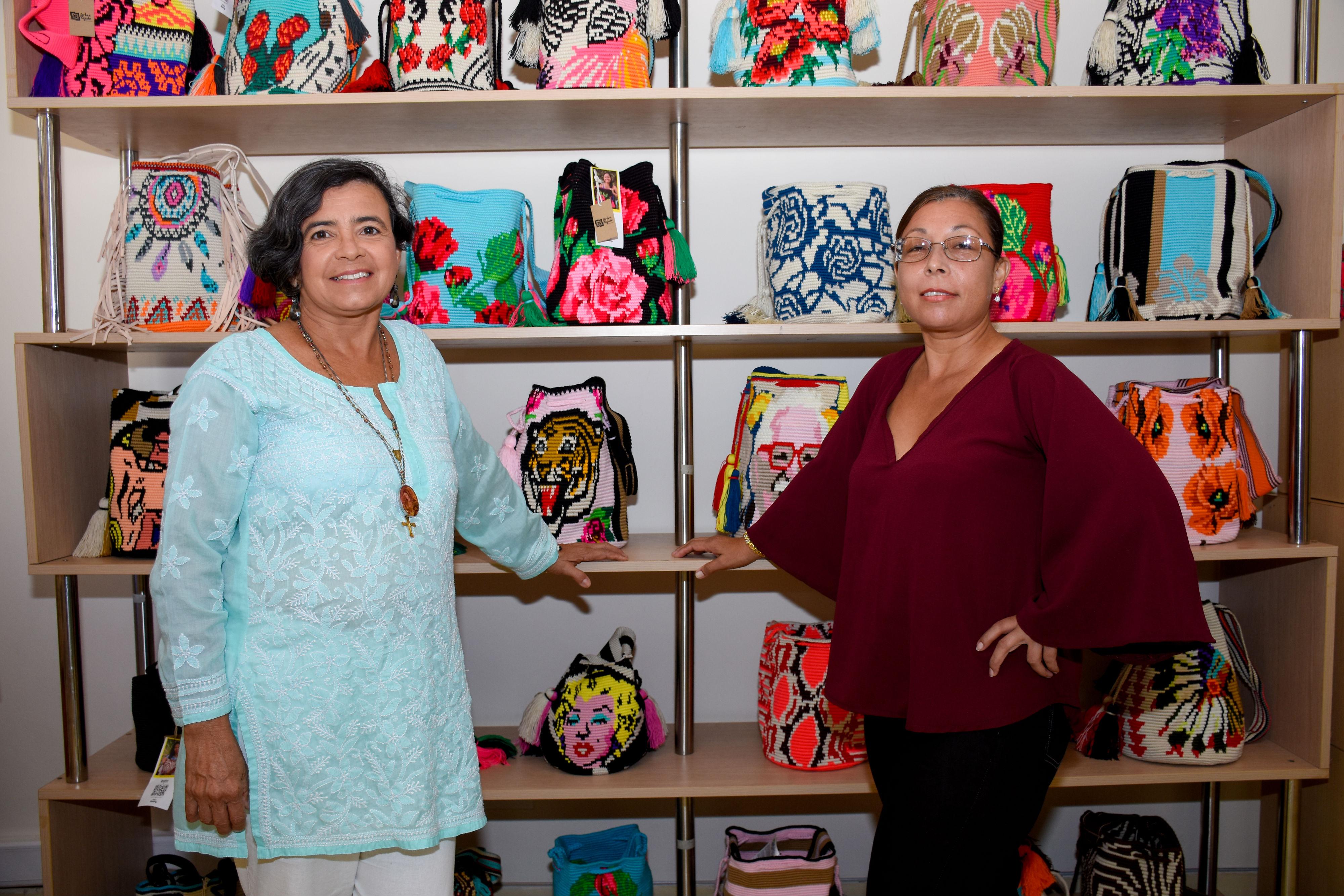 Yanelis Molina y Gladys Hernández, tejedoras de Chorrera.