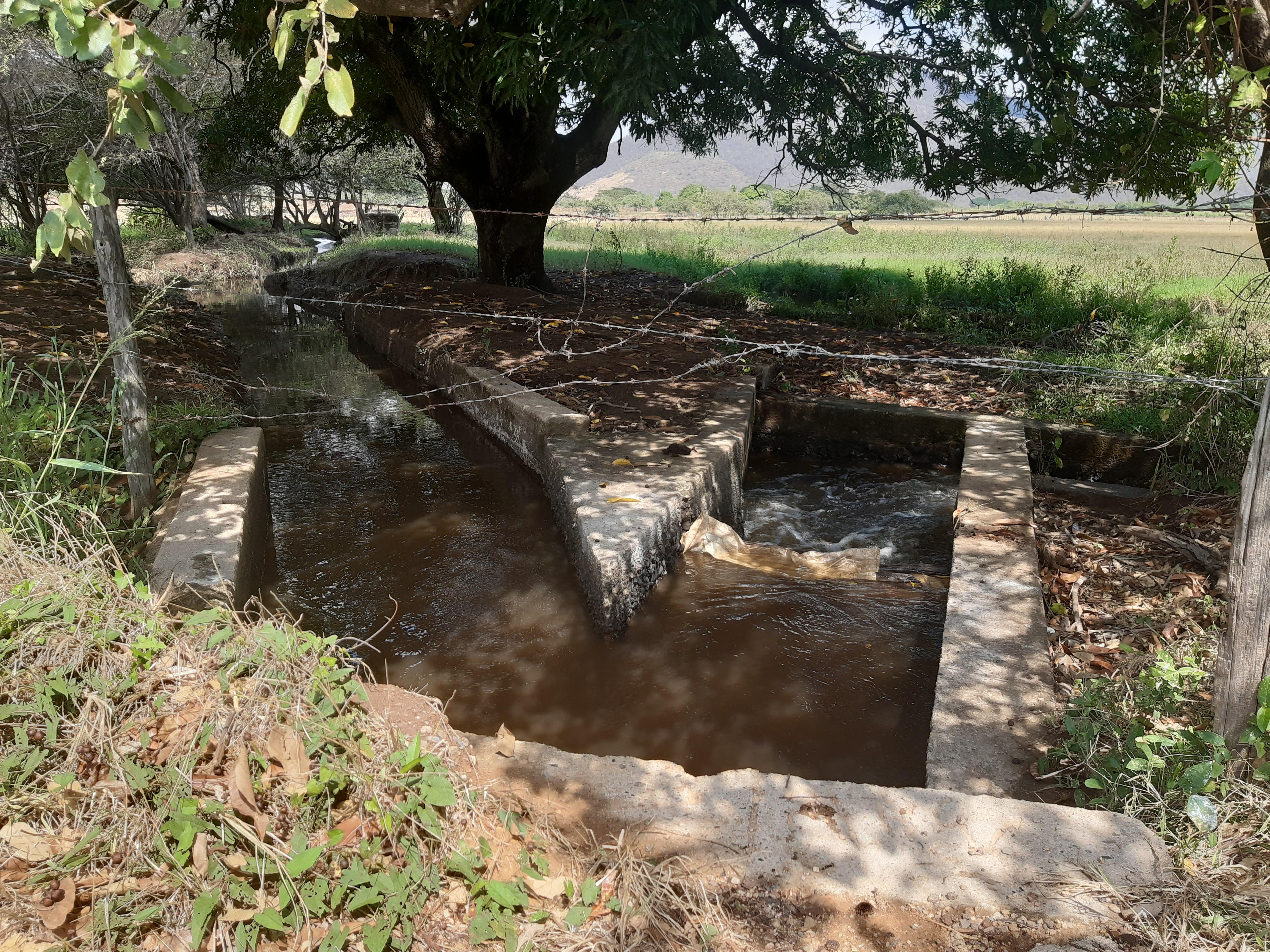 Otra de las obras que construyeron finqueros aledaños para captar agua con el aval de Corporcesar.
