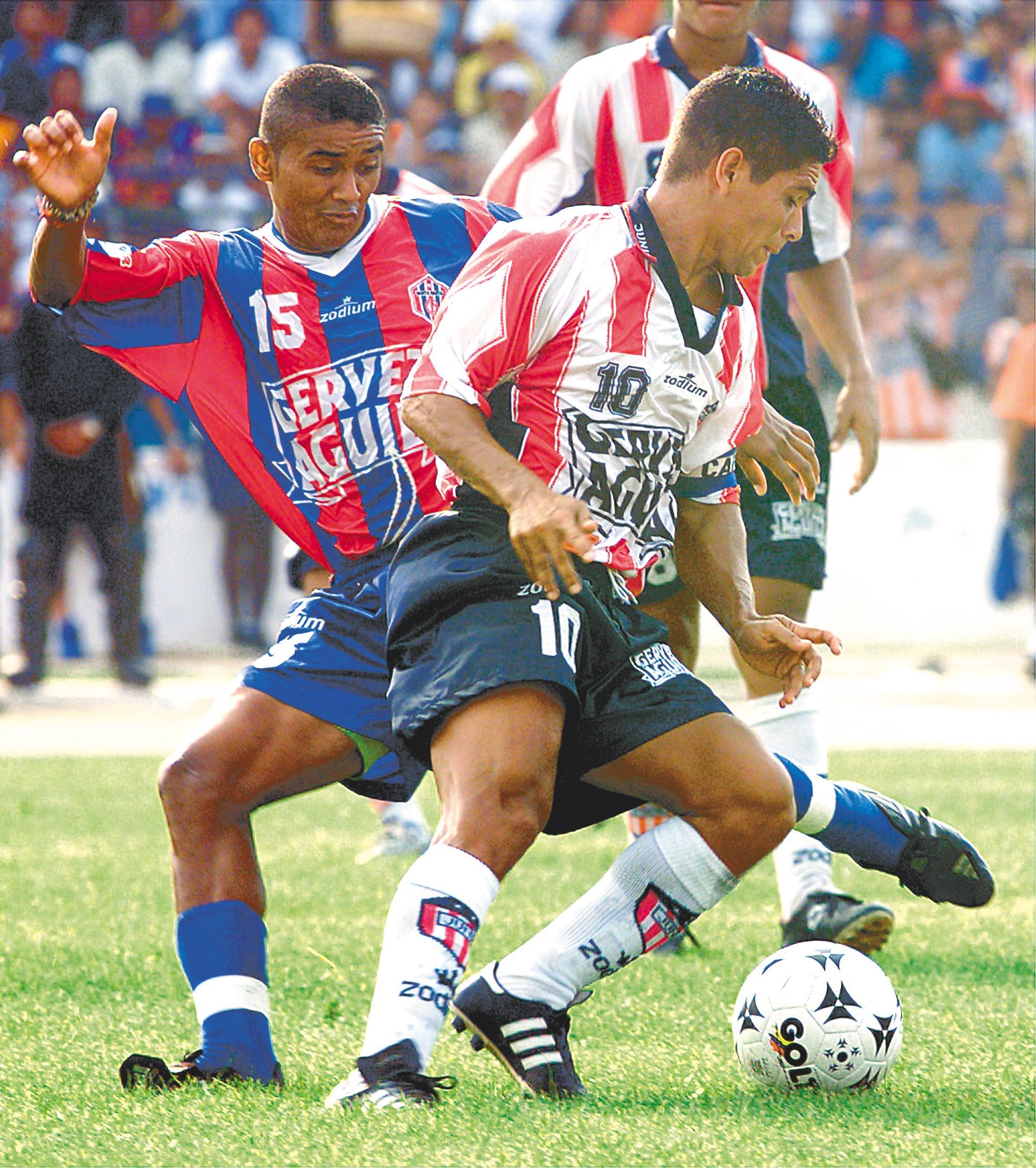 Marquinho y Muñoz en un clásico.