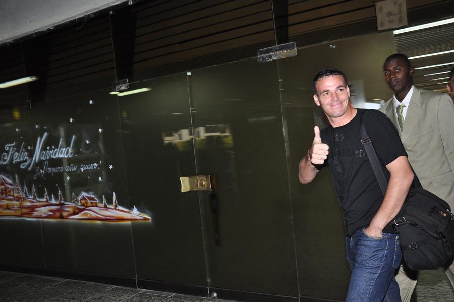 Viera en el aeropuerto Ernesto Cortissoz cuando llegó para vincularse al Junior.