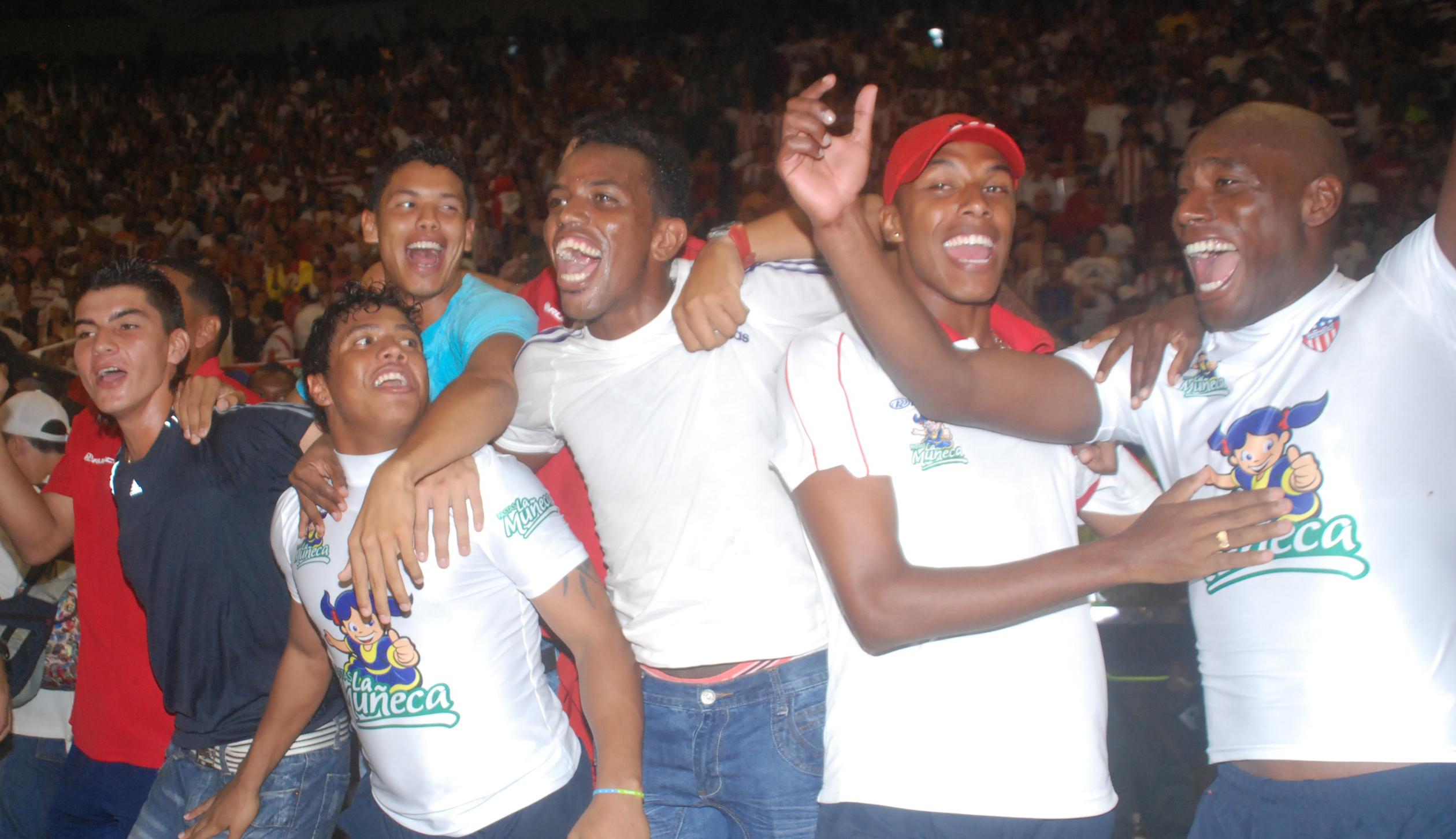 Boiga junto a Rangel, Padilla, Umaña, Arango y Cambindo en el festejo del título del Junior en 2010.