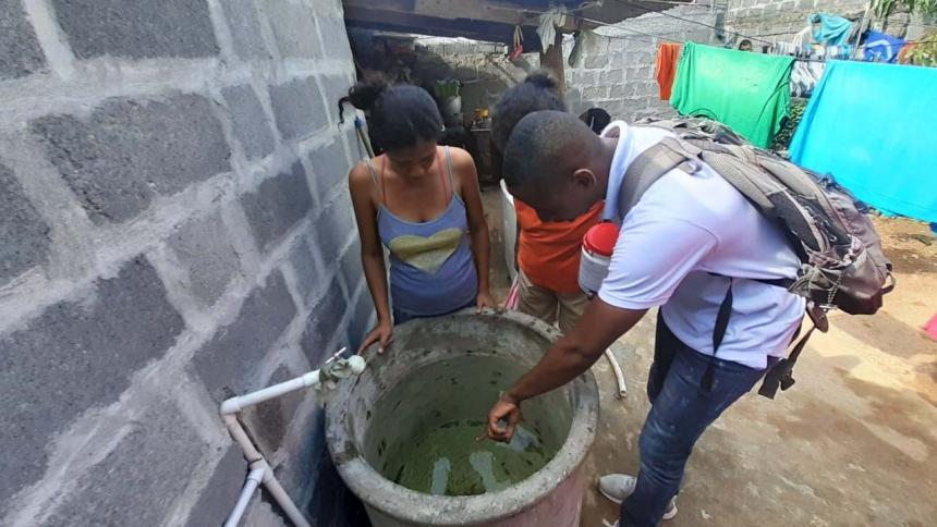 Si se almacena agua hay que limpiar reservorios.
