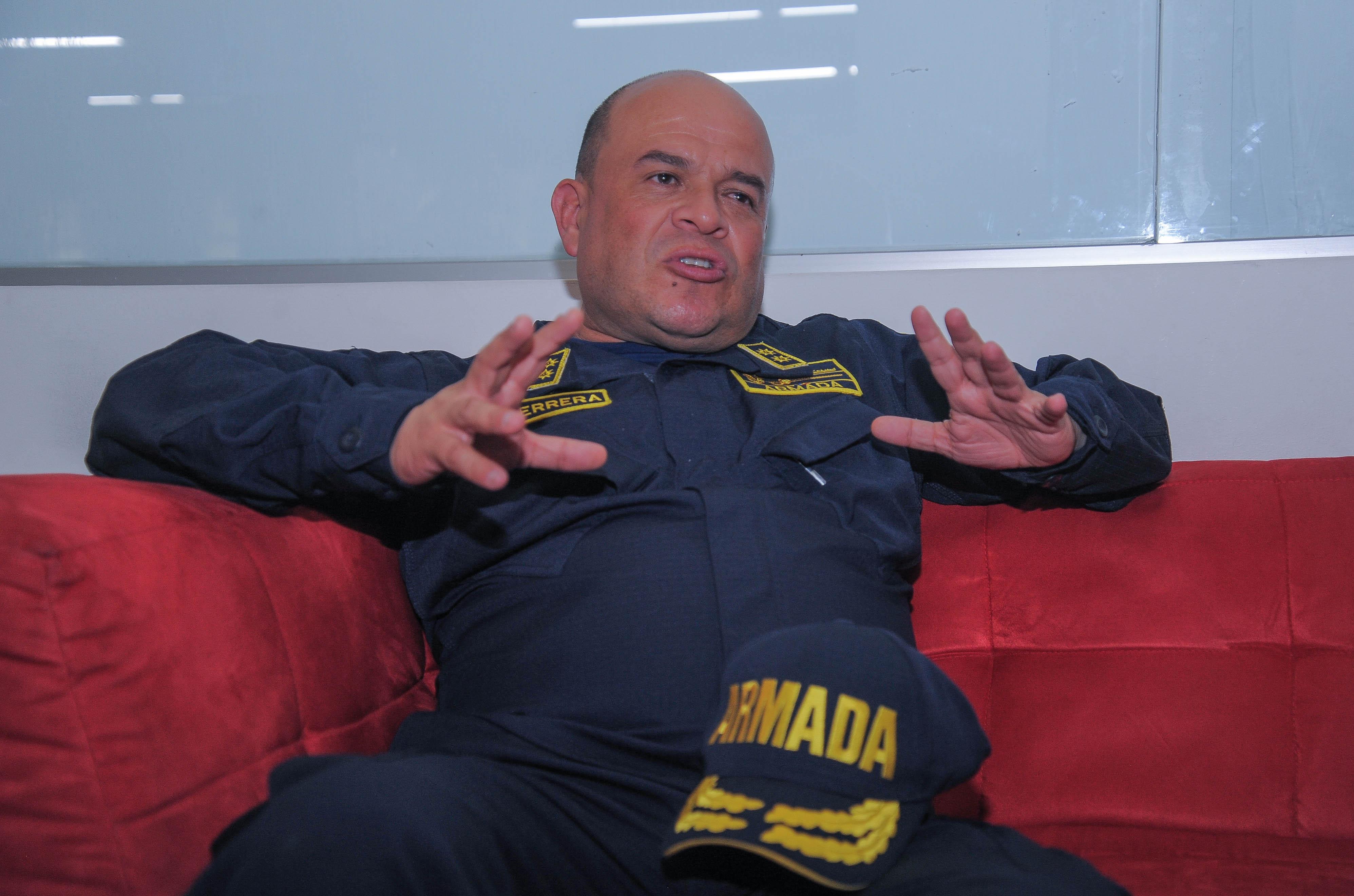 Contralmirante Juan Francisco Herrera Leal, director de la Dimar, durante su visita a EL HERALDO.