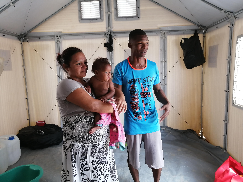 Dios Julio, su esposa Rosibet y la niña de ambos.