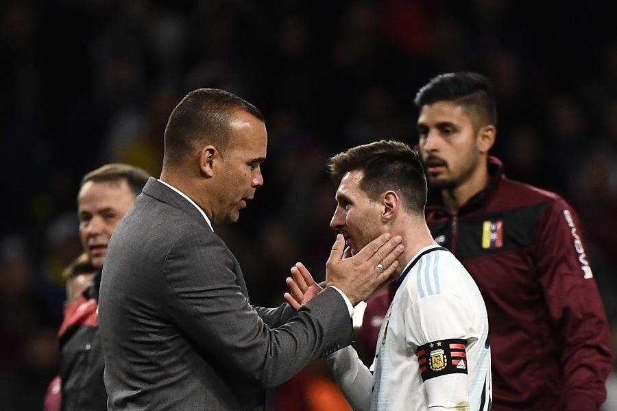 El entrenador de Venezuela, Rafael Dudamel, junto al astro argentino Lionel Messi.
