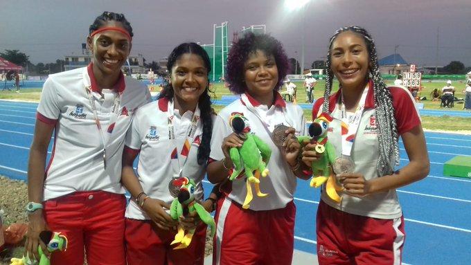 Julieth Caballero, Shady Trujillo, Loren Vargas y María Alejandra Rocha, del equipo de relevo 4x100.