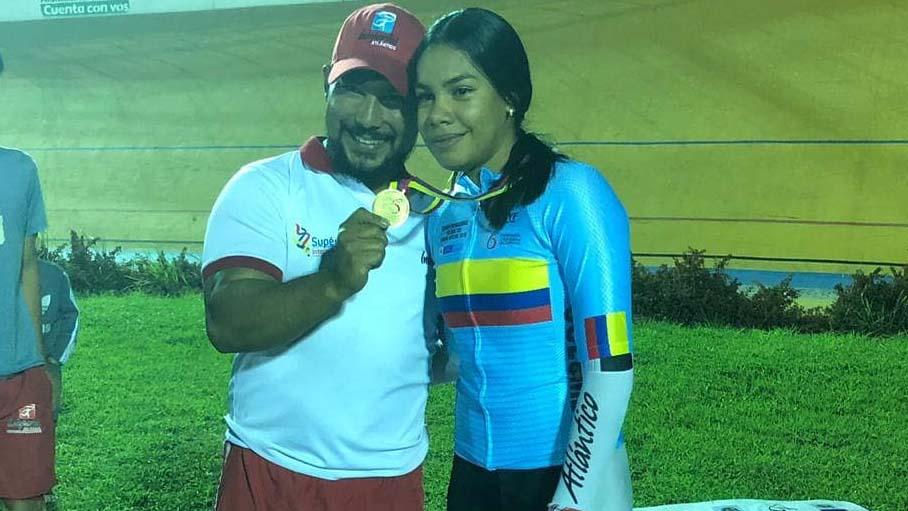 Marianis Salazar junto a su entrenador Ricardo Moreno.