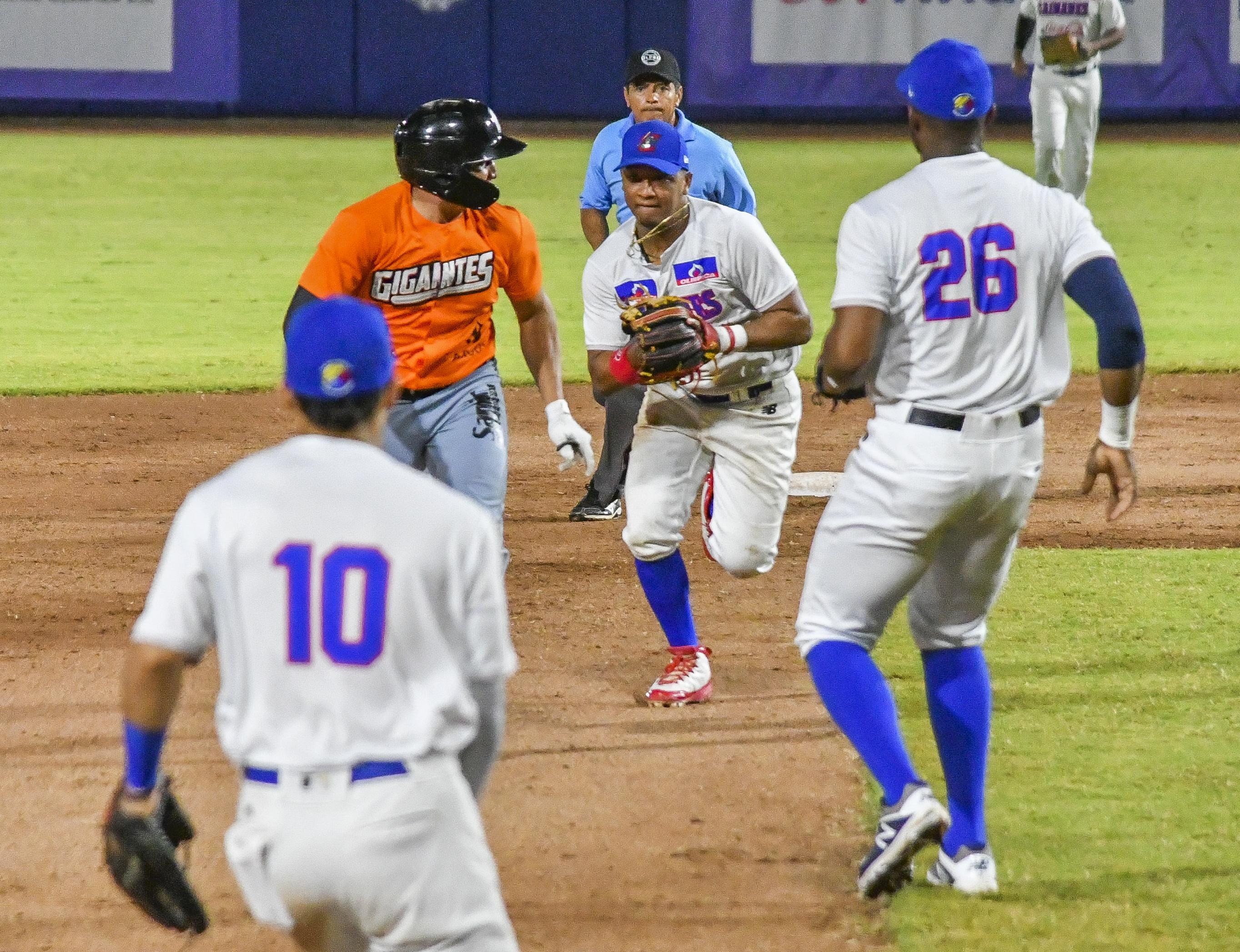 Acción de un juego entre Caimanes y Gigantes.