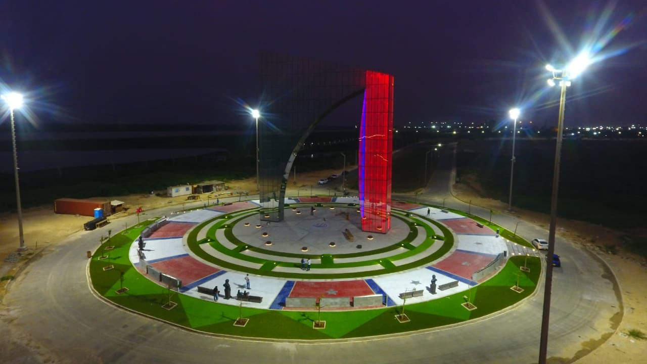 El monumento estará iluminado completamente a partir de mañana.