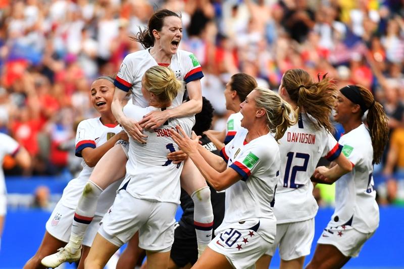 Las jugadoras de Estados Unidos celebrando la victoria ante Holanda.