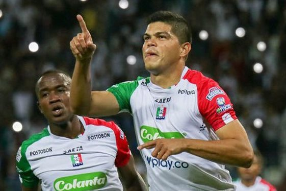 Edder Farías celebrando un gol con el Once Caldas de Manizales.