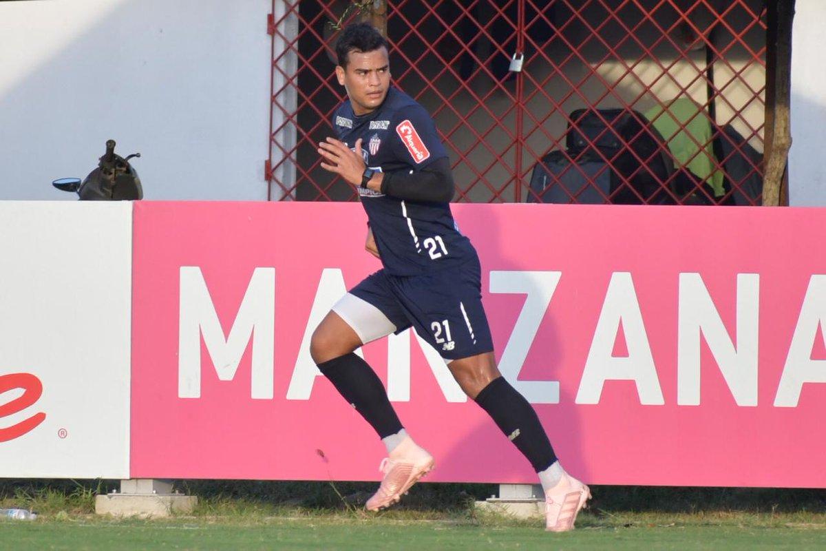 Jefferson Gómez durante el entrenamiento de Junior en la tarde de este lunes.