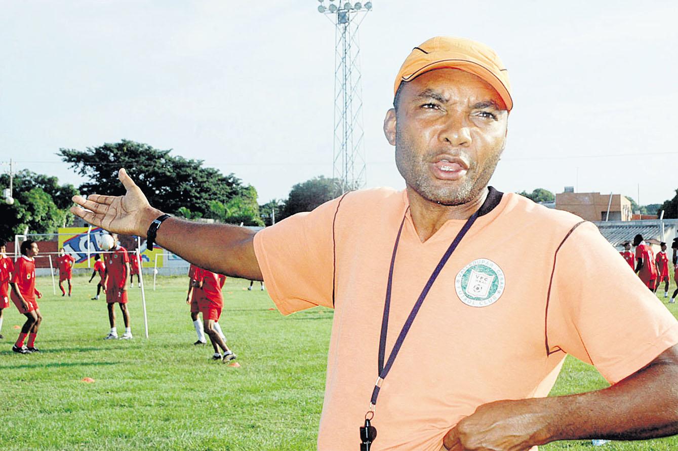 En sus días como entrenador del Valledupar FC, al que por poco asciende.