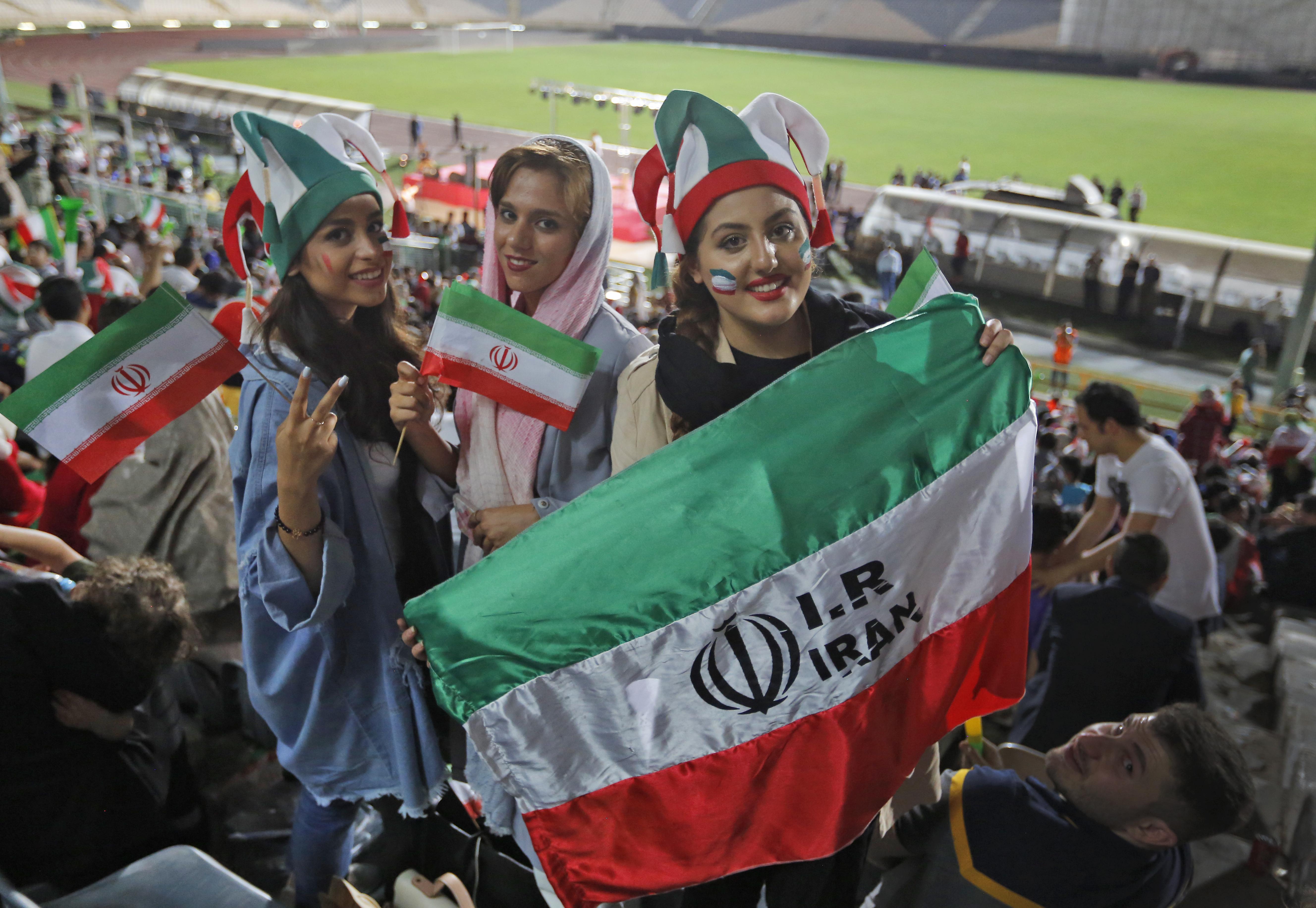 Algunas de las mujeres iraníes que entraron al estadio Azadi para ver en pantalla gigante el partido Irán vs. Portugal, válido por el Mundial Rusia-2018.