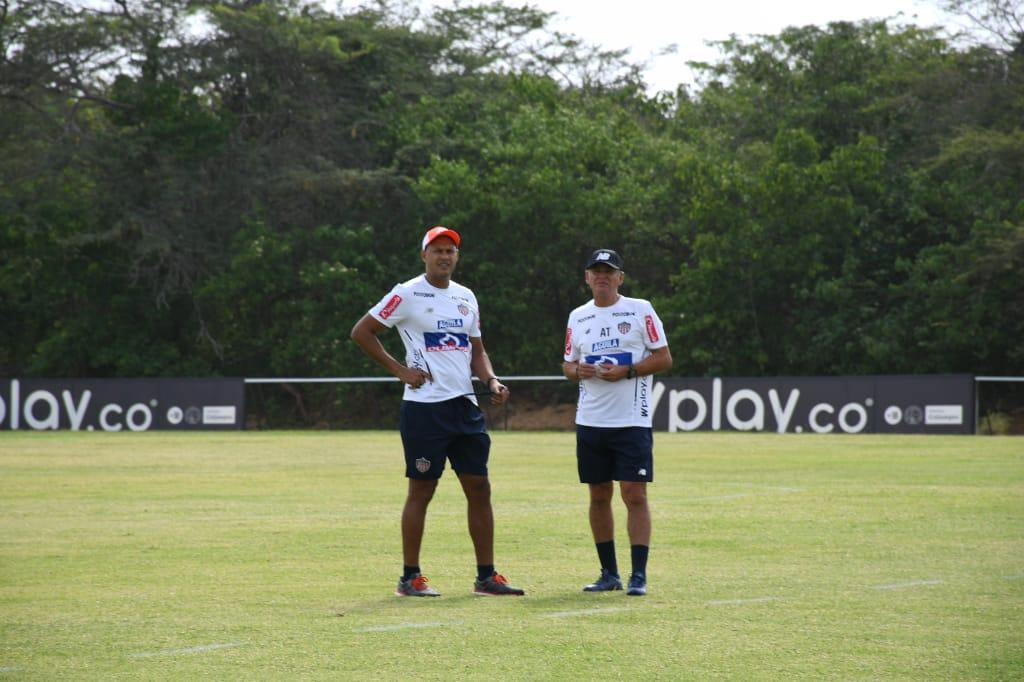 Roberto Peñaloza y Luis Grau antes del comienzo de la primera práctica del segundo semestre.