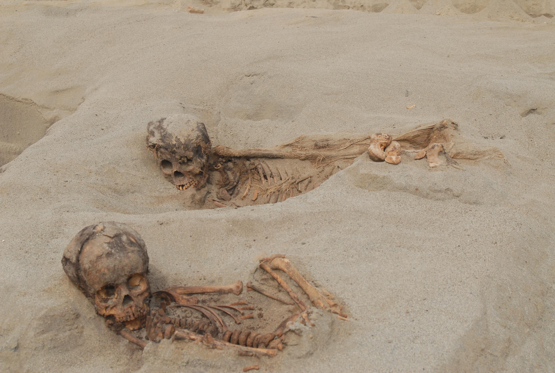 Los cuerpos eran agrupados y puestos hacia el noroeste, donde estaba el océano.