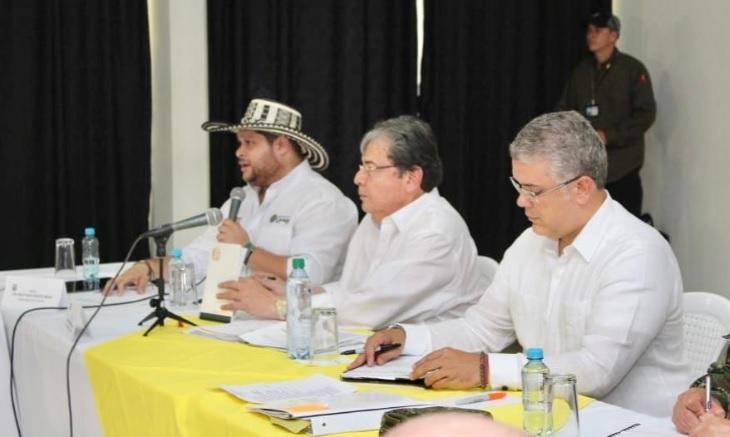 El presidente Duque junto al gobernador de Córdoba, Orlando Benítez, y el ministro Carlos Holmes Trujillo.