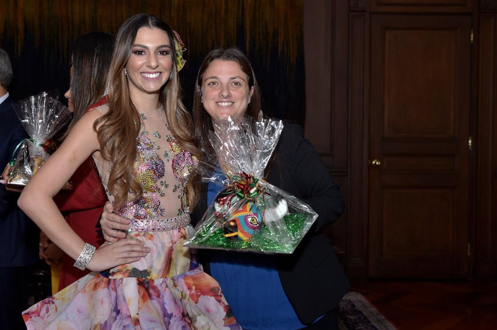 Reina del Carnaval junto a Karen Abudinen, Consejera Presidencial para las Regiones