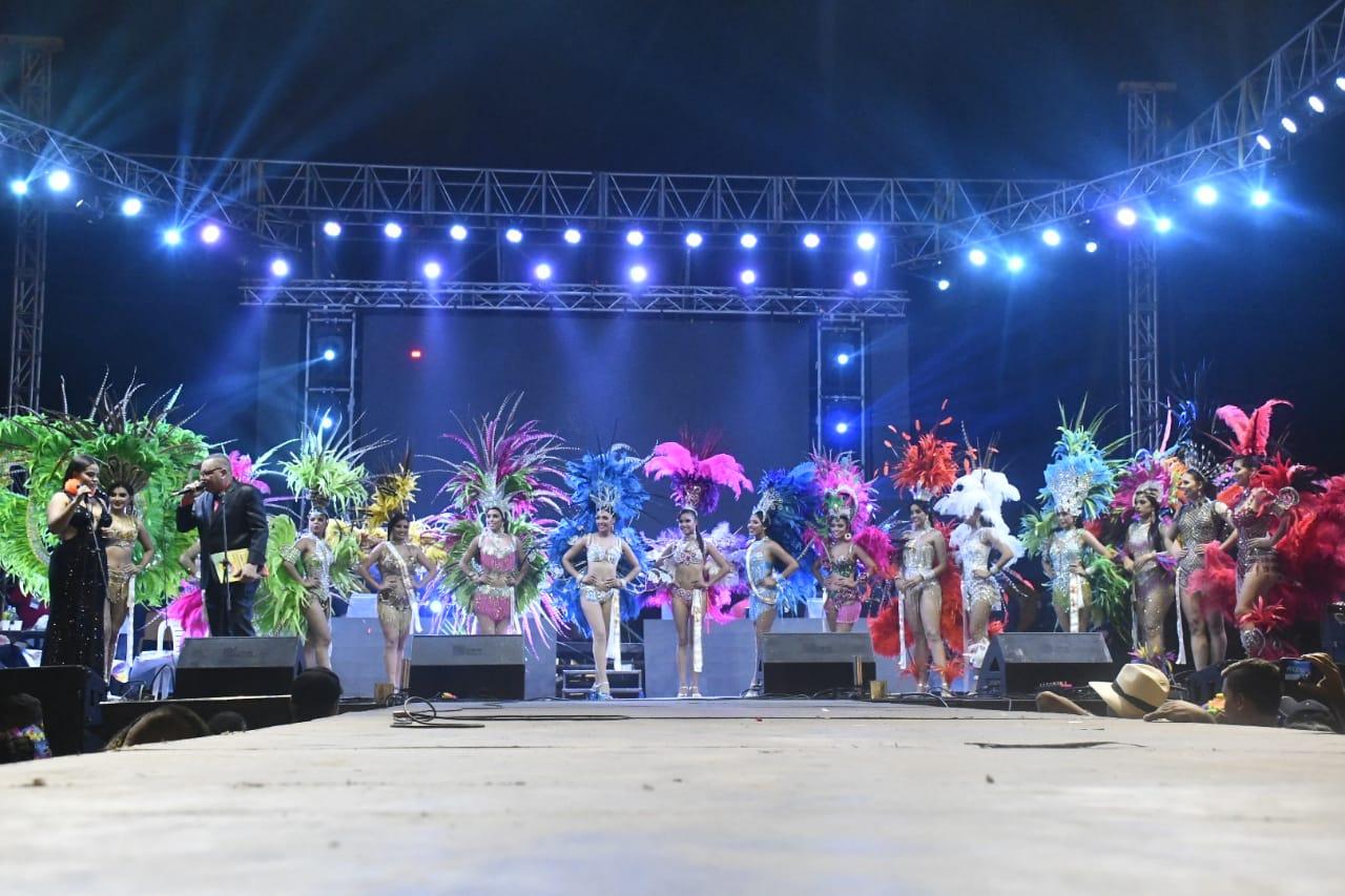Presentación de las participantes en el Reinado Intermunicipal 2019, minutos antes de conocer el nombre de la ganadora.