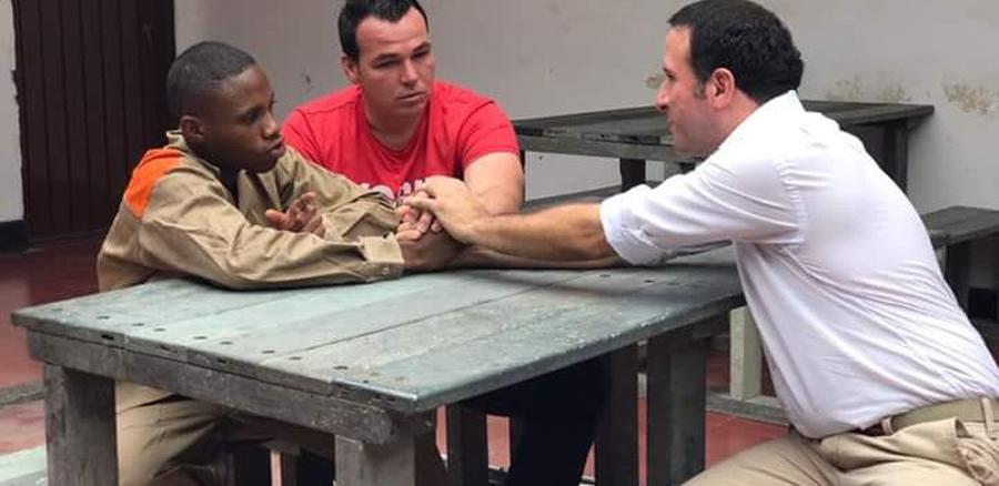 El excancerbero visitó y perdonó en julio de este año a Anderson Lozano, la persona que lo hirió en el atraco que se registró en 2015 en la ciudad de Cali.