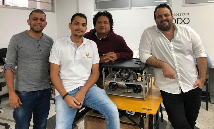 Jheifer Páez, Juan Pablo Pestana, Omar Abril Howard y Reynaldo Villarreal, equipo de Dragrov y de apoyo de Macondolab.