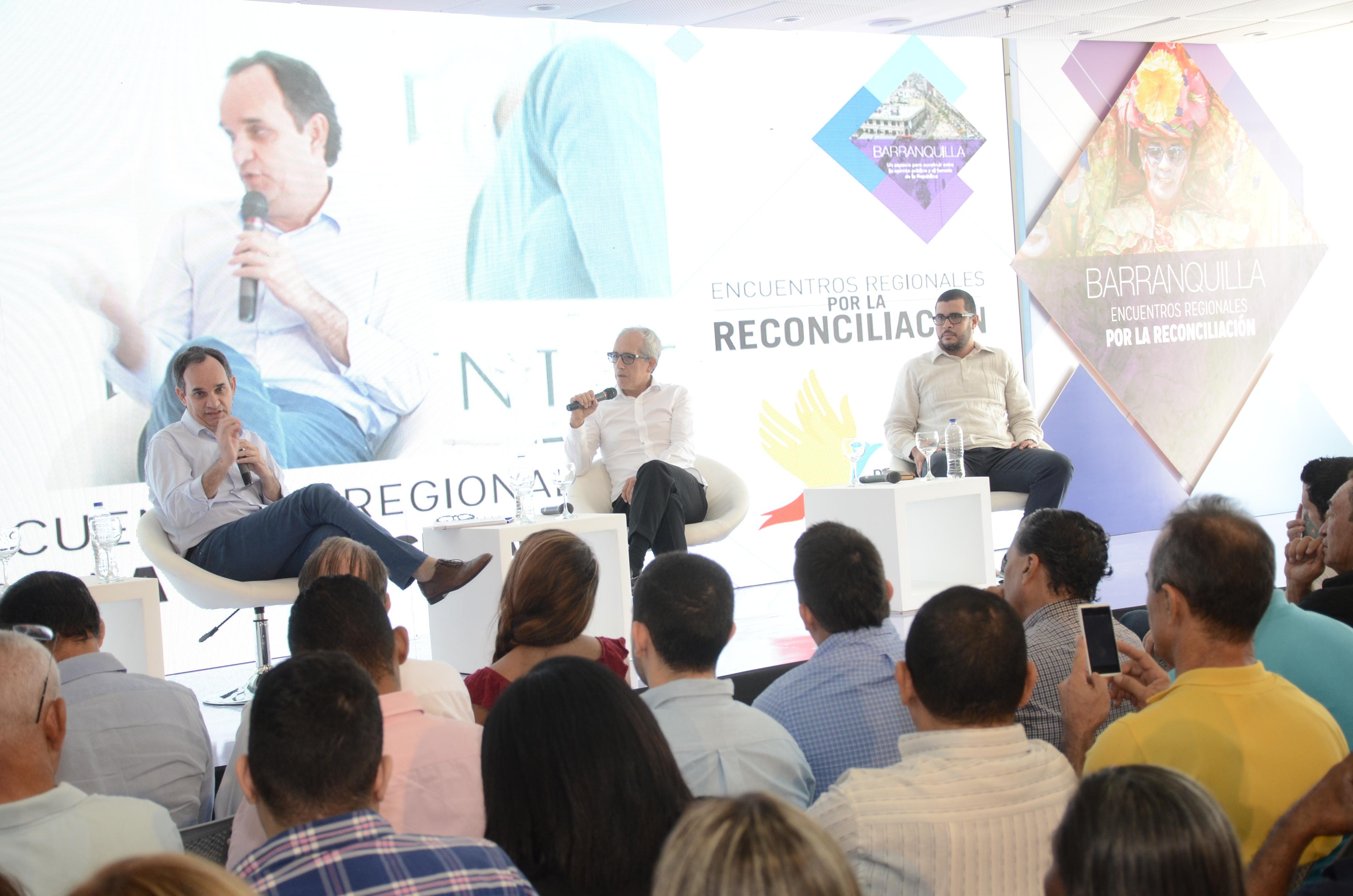 (De Izq. a Der.) Guillermo Polo, Edulfo Peña y Luis Fernando Trejos durante el foro este lunes.
