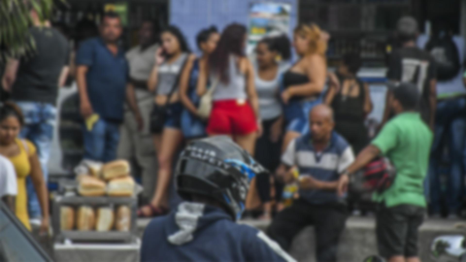 Detrás de la fachada de la venta de perros se teje una red de prostitución con mujeres extranjeras.