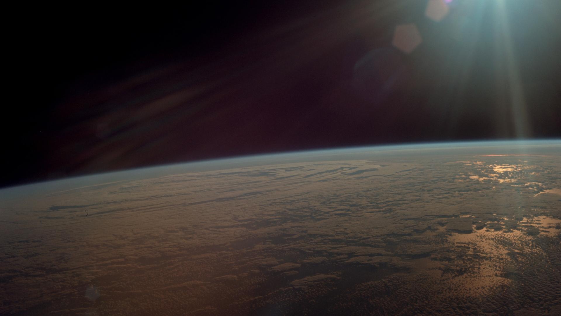 Vista de la tierra, la fotografía fue tomada por Collins.