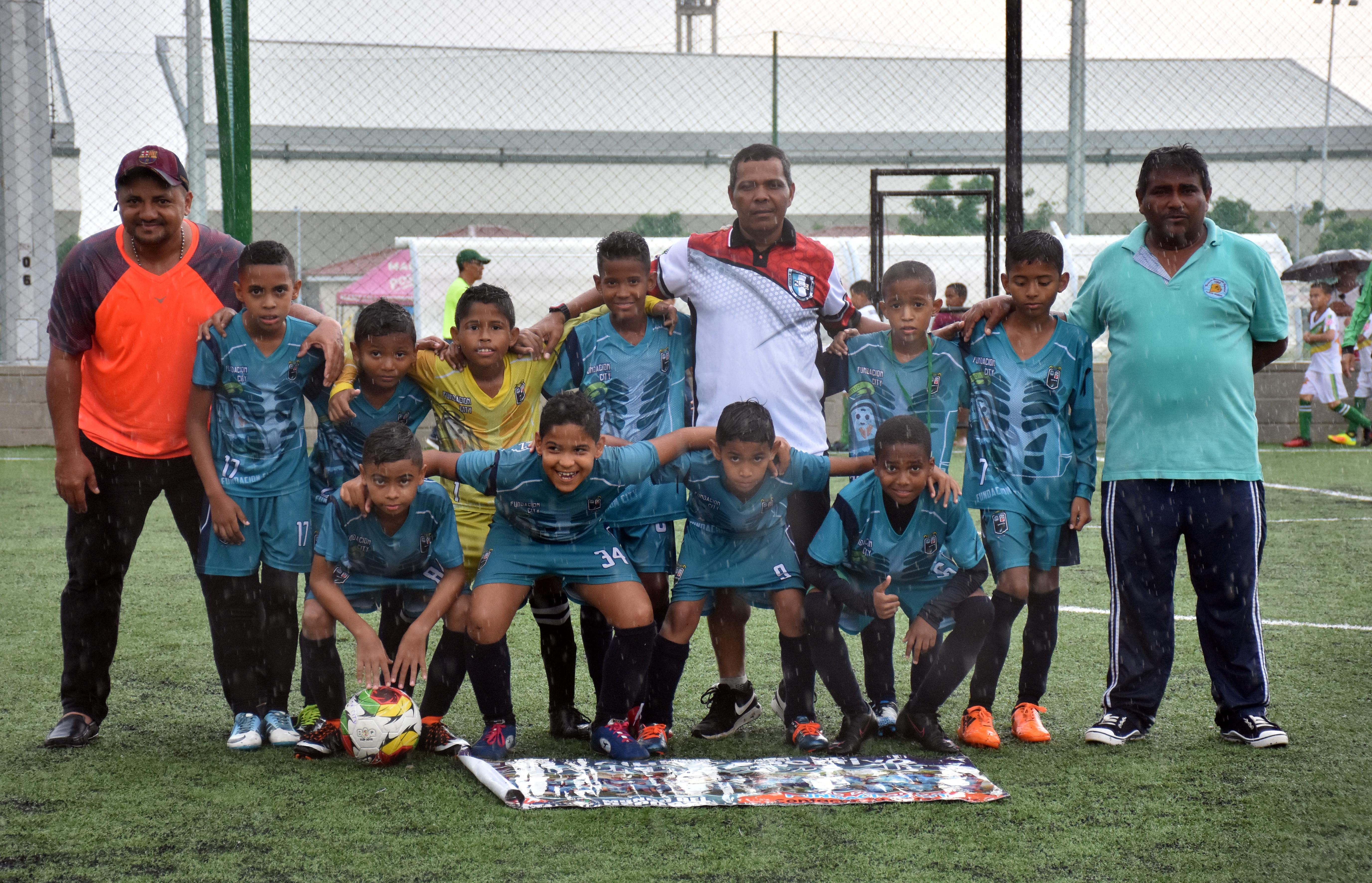 El equipo Fundación City previo al duelo de ayer por los cuartos de la Baq Cup 2018.