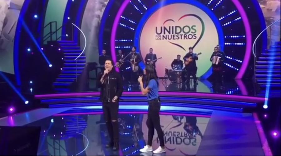Carlos Vives cantó en la teletón organizada por el canal Univisión. Envió un mensaje de amor y respaldo a los mexicanos y boricuas.