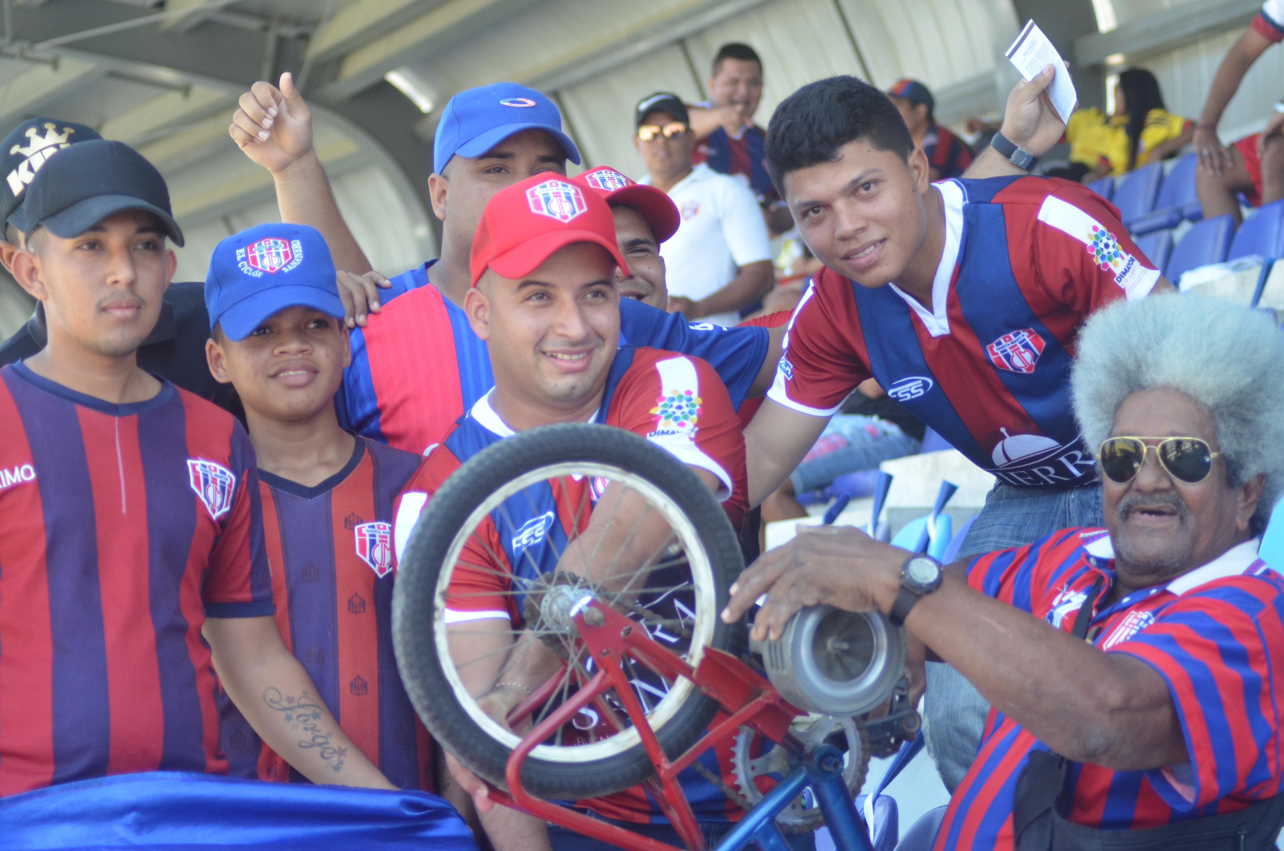La alegría de la afición del Unión Magdalena por el regreso del equipo a Santa Marta.