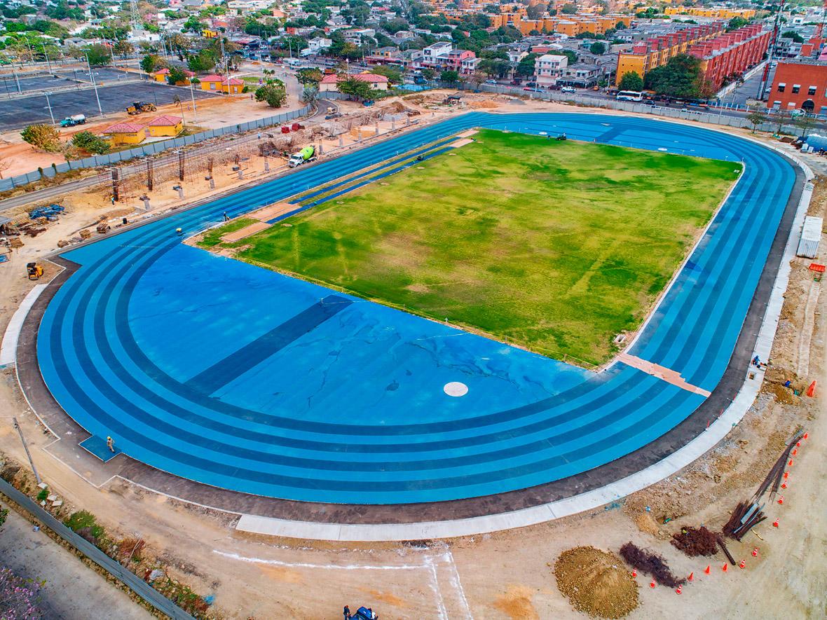 Panorámica aérea del estadio de atletismo, construido para los Juegos Centroamericanos y del Caribe.